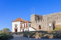 Nossa Senhora da Esperança kapell i den utvändiga väggen av den Feira slotten Royaltyfri Fotografi