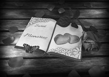 Nostalgia książka i motyle na drewnianym -, różany royalty ilustracja