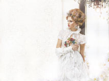 Nostalgiker utformad kvinna i Openwork Lacy Retro Dress arkivfoton