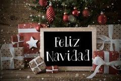 Nostalgiskt träd, snöflingor, Feliz Navidad Means Merry Christmas Royaltyfria Foton