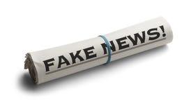 Notícia da falsificação do rolo do jornal fotos de stock royalty free