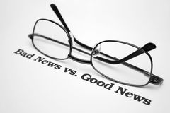 Notícia da notícia ruim vs.good Fotografia de Stock Royalty Free