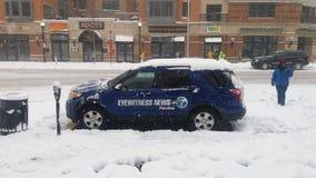 Notícia das testemunhas oculares na tempestade da neve fotos de stock