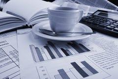 Notícia de negócio do café do copo Imagens de Stock Royalty Free