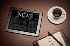 Notícias de negócios no PC da tabuleta. Fotografia de Stock