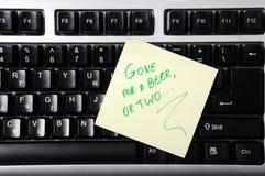 Nota adesiva no teclado Foto de Stock