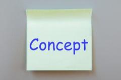 Nota adhesiva con el texto en una etiqueta Imagen de archivo