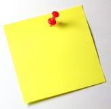 Nota amarela com pino vermelho Fotografia de Stock