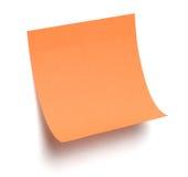Nota appiccicosa arancione su bianco Fotografia Stock