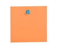 Nota arancione di ricordo con il perno blu fotografie stock libere da diritti