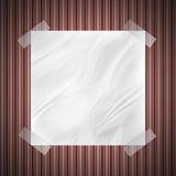 Nota arrugada sobre la pared Fotos de archivo libres de regalías
