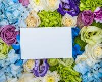 Nota in bianco sul fiore fotografie stock libere da diritti