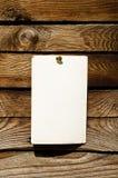 Nota in bianco sulla parete di legno fotografia stock