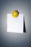 Nota con il magnete di smiley Fotografie Stock
