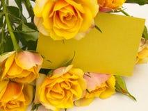 Nota con las rosas Fotografía de archivo libre de regalías