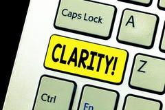 Nota da escrita que mostra a claridade Qualidade apresentando da foto do negócio de ser fácil de ver ou para ouvir a agudeza do s imagem de stock