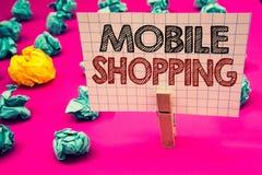 Nota da escrita que mostra a compra móvel Do negócio da foto dos produtos a compra tecnologico de compra apresentando em linha ve Imagens de Stock Royalty Free