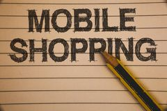 Nota da escrita que mostra a compra móvel Compra tecnologico de compra apresentando dos produtos da foto do negócio em linha idei Foto de Stock Royalty Free