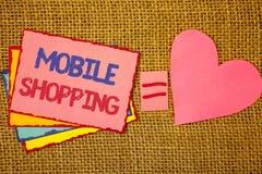 Nota da escrita que mostra a compra móvel Compra tecnologico de compra apresentando dos produtos da foto do negócio em linha rosa Foto de Stock Royalty Free
