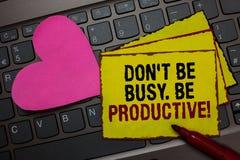 Nota da escrita que mostra Don t para não ser ocupado Seja produtivo O trabalho apresentando da foto do negócio organiza eficient imagens de stock royalty free