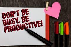 Nota da escrita que mostra Don t para não ser ocupado Seja produtivo O trabalho apresentando da foto do negócio organiza eficient imagens de stock
