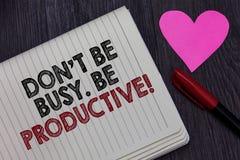 Nota da escrita que mostra Don t para não ser ocupado Seja produtivo O trabalho apresentando da foto do negócio organiza eficient fotografia de stock