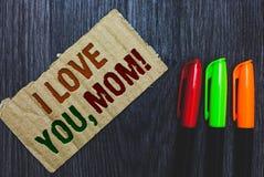 Nota da escrita que mostra eu te amo, mamã Da afeição emocional loving dos sentimentos da mensagem da foto do negócio declaração  fotografia de stock royalty free