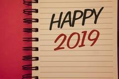 Nota da escrita que mostra 2019 feliz Fotos do negócio que apresentam a ideia inspirador m de Congrats MessageIdeas dos elogios d Fotografia de Stock