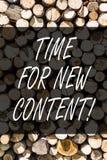 Nota da escrita que mostra a hora para o índice novo Foto do negócio que apresenta a publicação do conceito da atualização da pub fotos de stock