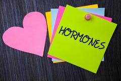 Nota da escrita que mostra hormonas A foto do negócio que apresenta a substância reguladora produziu em um organismo para estimul fotos de stock royalty free