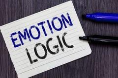 Nota da escrita que mostra a lógica da emoção Coração da foto do negócio ou caderno apresentando do equilíbrio de Brain Soul ou d imagem de stock royalty free