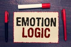 Nota da escrita que mostra a lógica da emoção Coração da foto do negócio ou equilíbrio apresentando de Brain Soul ou do semelhant fotografia de stock royalty free