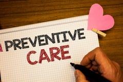 Nota da escrita que mostra o cuidado preventivo O diagnóstico apresentando da prevenção da saúde da foto do negócio testa o holdi foto de stock