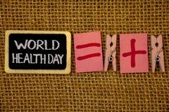 Nota da escrita que mostra o dia de saúde de mundo A foto do negócio que apresenta a data especial para atividades saudáveis impo fotos de stock