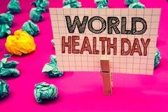Nota da escrita que mostra o dia de saúde de mundo A foto do negócio que apresenta a data especial para atividades saudáveis impo imagens de stock