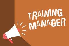 Nota da escrita que mostra o gerente de treinamento Foto do negócio que apresenta dando habilidades necessários para bu altos do  ilustração stock