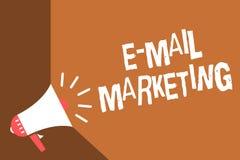 Nota da escrita que mostra o mercado do email Comércio eletrônico apresentando da foto do negócio que anuncia a notícia em linha  ilustração royalty free