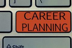Nota da escrita que mostra o planeamento de carreira Foto do negócio que apresenta a lista de A de objetivos e das ações que você imagens de stock