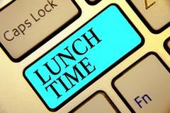 Nota da escrita que mostra o tempo do almoço Refeição apresentando da foto do negócio no meio do dia após o café da manhã e antes ilustração royalty free