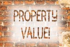 Nota da escrita que mostra o valor da propriedade Avaliação apresentando da foto do negócio da arte residencial da parede de tijo imagens de stock royalty free