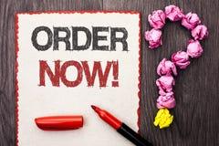 Nota da escrita que mostra a ordem agora Registro apresentando do produto da loja da promoção de venda do negócio da ordem de com foto de stock