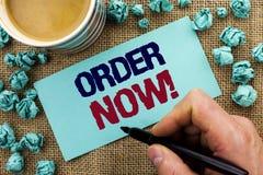 Nota da escrita que mostra a ordem agora Registro apresentando do produto da loja da promoção de venda do negócio da ordem de com Imagens de Stock Royalty Free