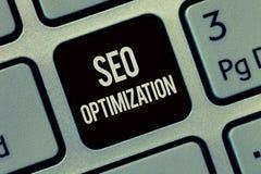 Nota da escrita que mostra Seo Optimization Processo apresentando da foto do negócio de afetar a visibilidade em linha do Web sit imagem de stock
