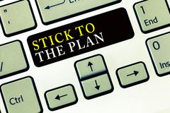 Nota da escrita que mostra a vara ao plano A foto do negócio que apresenta para aderir a algum plano e para não se afastar dela s foto de stock