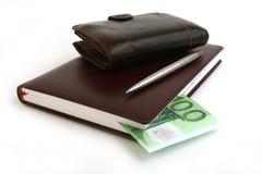 Nota de banco 100 euro, caderno, bolsa Foto de Stock Royalty Free