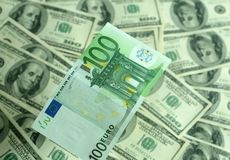 Nota de banco cem close up dos euro em um fundo de Imagem de Stock