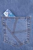 Nota de banco do euro vinte no bolso das calças de brim Imagens de Stock