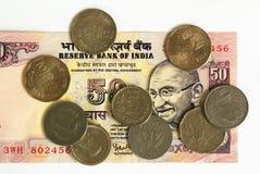 Nota de banco e moedas indianas Imagens de Stock