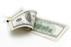 nota de dólar 100 com um grampo em um fundo branco Fotos de Stock Royalty Free