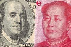 Nota de dólar dos E.U. e de yuan de China macro da cédula Fotos de Stock